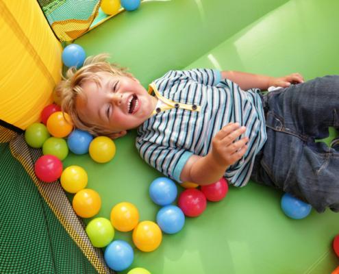 Was tun mit aktiven Kindern bei Schmuddelwetter?