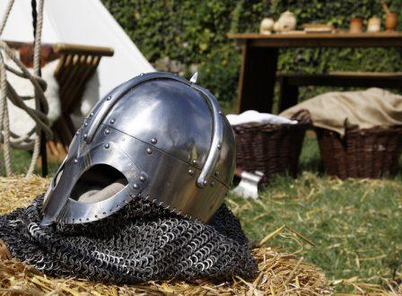 Gewinnt eine Zeitreise zurück ins Mittelalter!