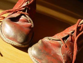 Alte Schuhe - Flohmarkt