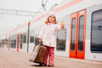 Kind verreist mit Zug