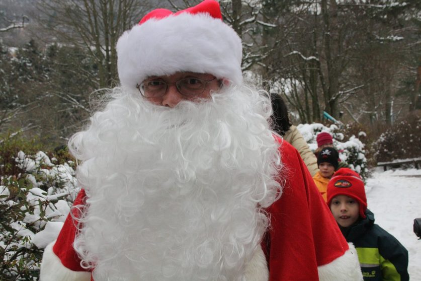 Der Nikolaus im Opel Zoo