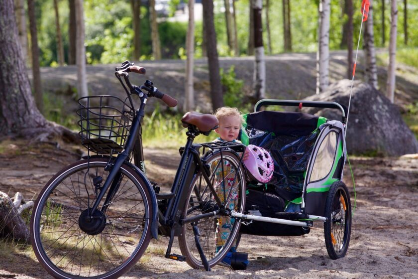 kinderfahrradanhaenger-vs-fahrradsitz-was ist sicherer