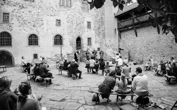 musikalischer-familienausflug-auf-burg-kronberg