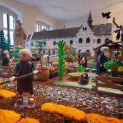im-klostergarten-des-playmobil
